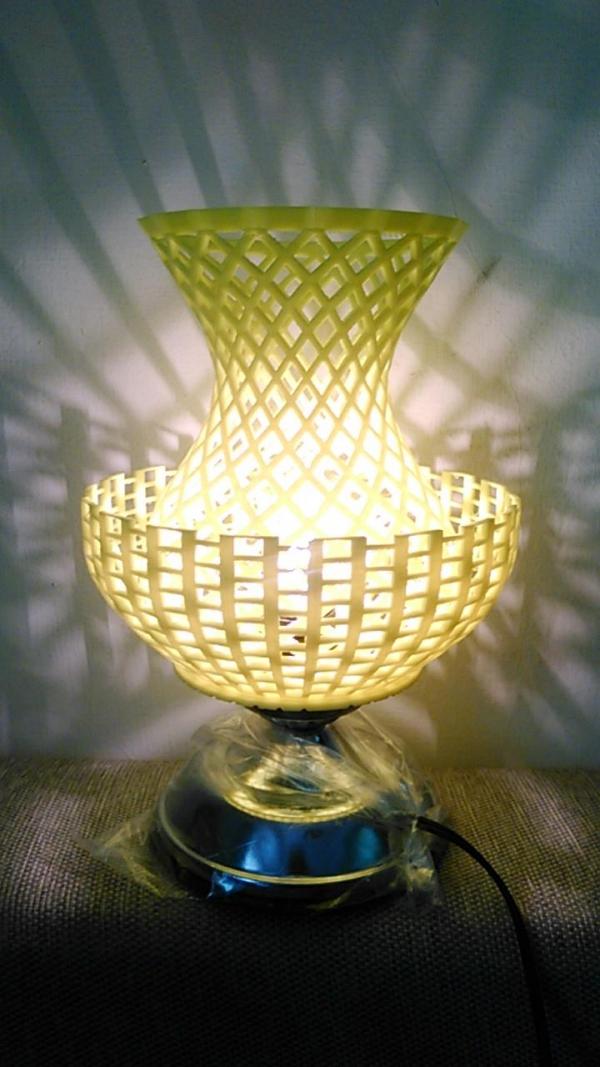 光芒萬丈 簍空燈